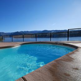 photo of pool overlooking Lake Chelan