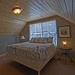 photo of guest bedroom at Mountainside Chelan vacation home